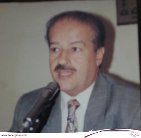 الدكتور عامر عبد الملك يوقع موسوعة الضمان الاجتماعي