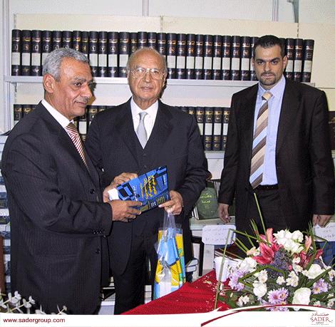 توقيع كتاب عبد الحسن الحسيني حول المعلوماتية القانونية
